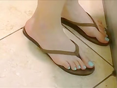 Candid Teen Feet Legs and Ass in Flip Flops