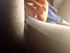 girlyarsch mit Leggins im Bus